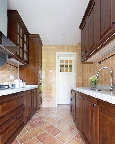 温暖厨房吊柜装潢图