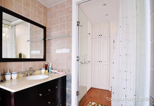 2019美式卫生间装修图片 2019美式浴室柜装修图片