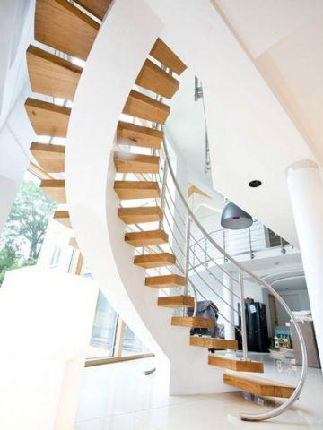 清新原木色樓梯設計