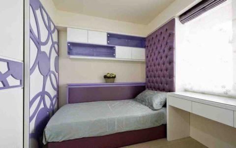 朴素温馨卧室背景墙装饰图