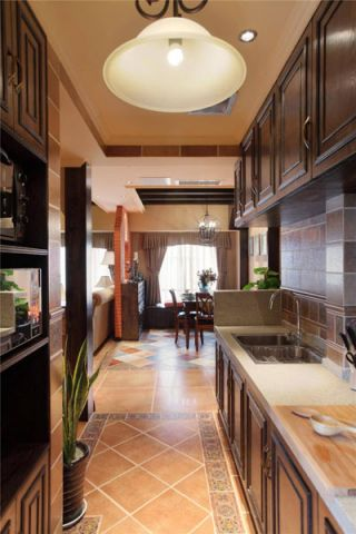 奢华大气咖啡色厨房装修设计