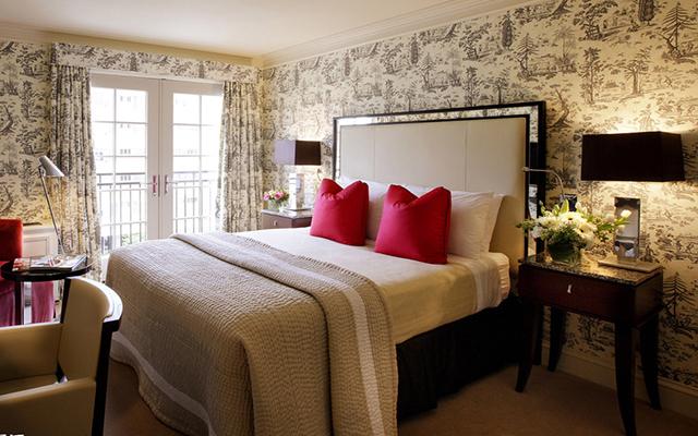 卧室双人床摆放风水