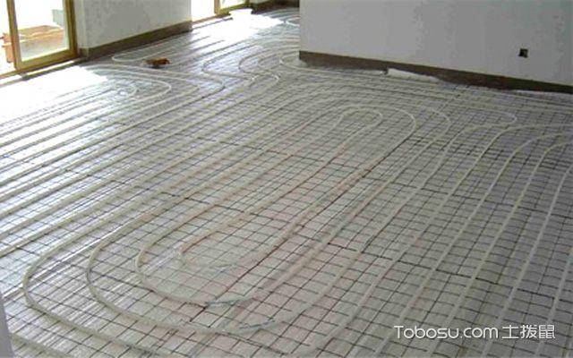 铺地板与地暖