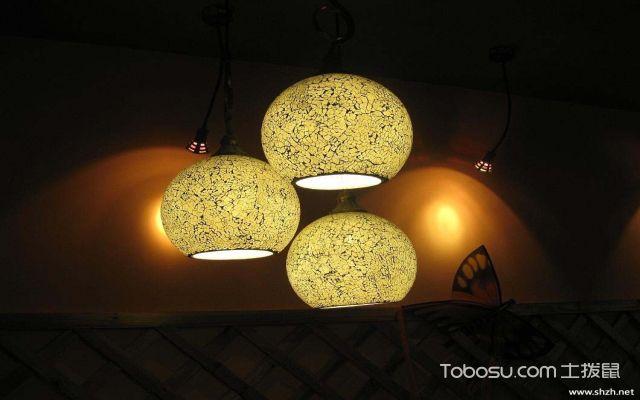 餐桌吊灯安装高度