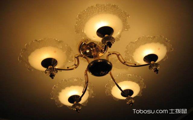 安装灯具使用木楔子