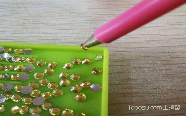 十字绣钻石画怎么贴之粘取钻石