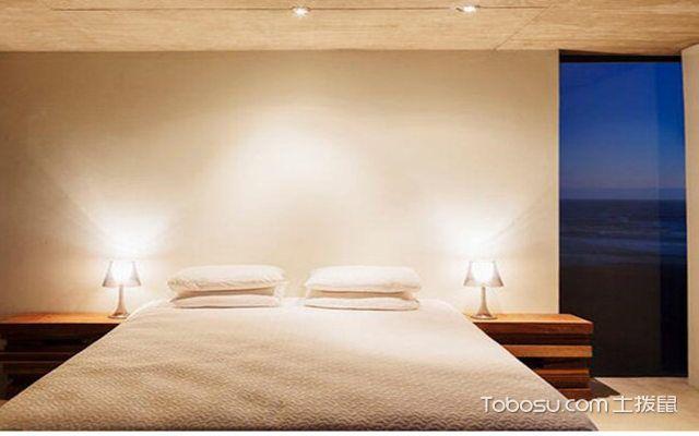 卧室灯具摆放