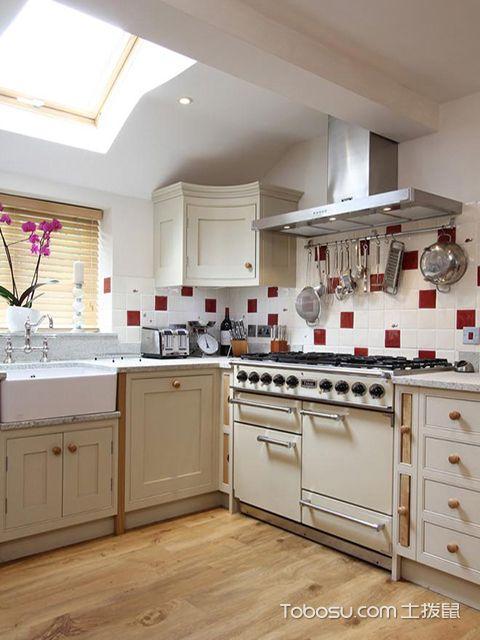 小厨房装修设计遵循的原则之欧式厨房