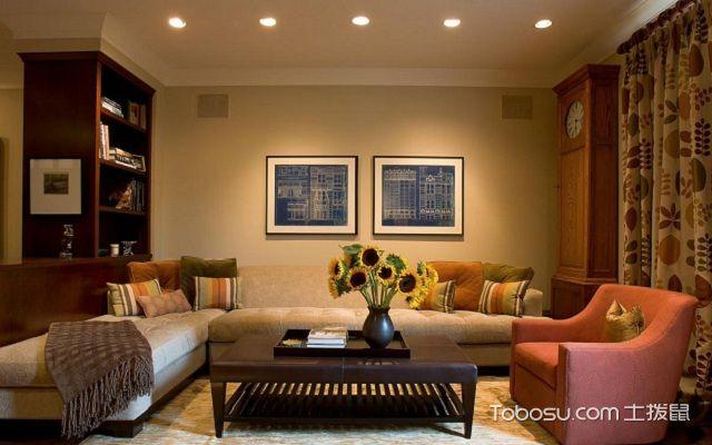 客厅挂钟表什么位置好沙发