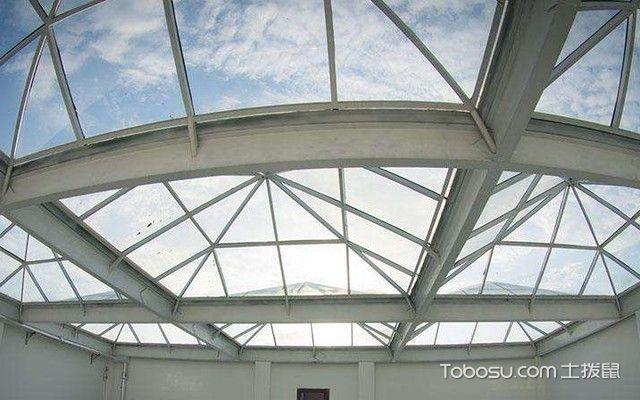房顶天窗用什么材料
