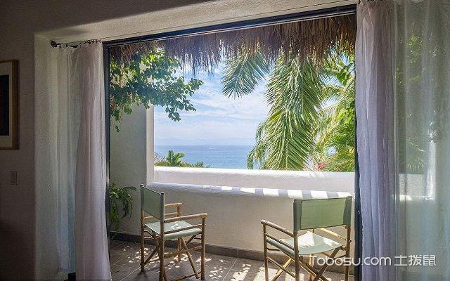 带阳台的客厅窗帘挂法罗马式
