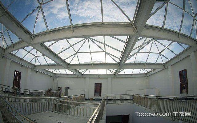 装修房顶天窗用什么材料