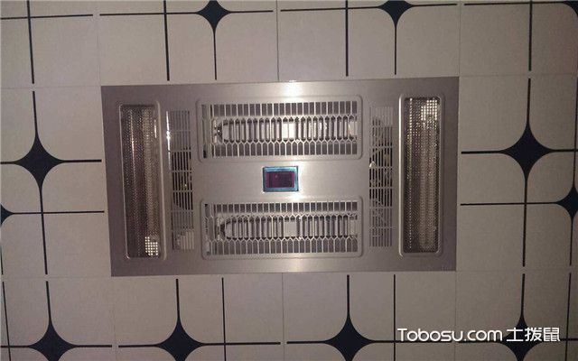 风暖浴霸安装位置打孔