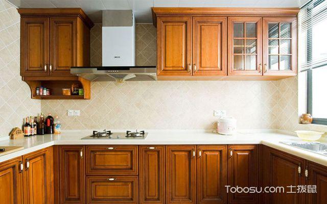 传统木制风格厨房