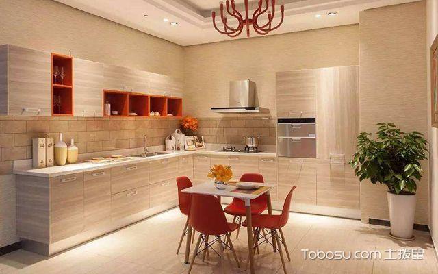 暖色调的厨房