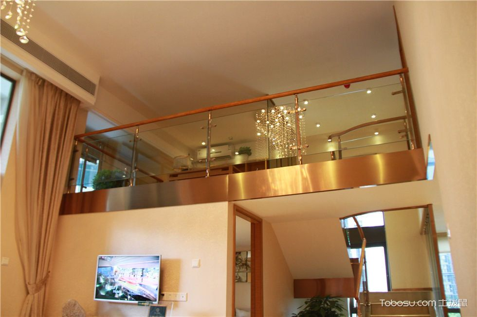 复式挑高客厅