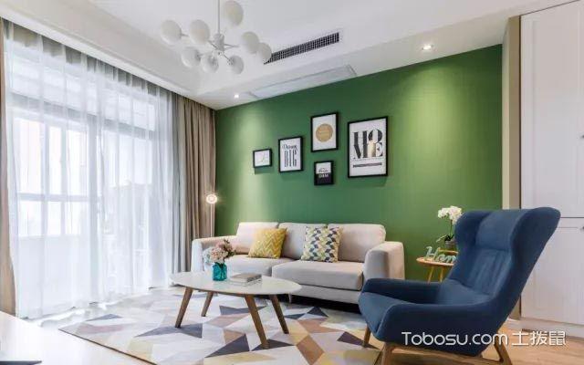 客厅沙发背景墙多幅装饰画