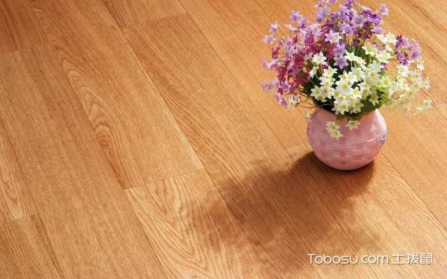 实木地板和软木地板的性能比较