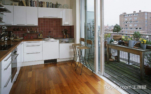 1米宽小阳台改厨房图 赏析