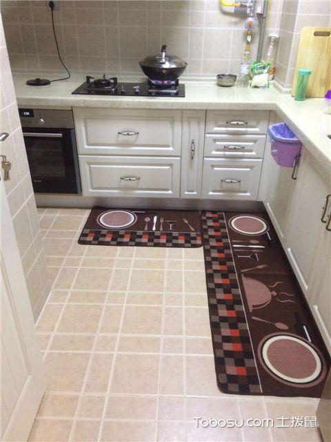 小三室装修案例之客厅之厨房