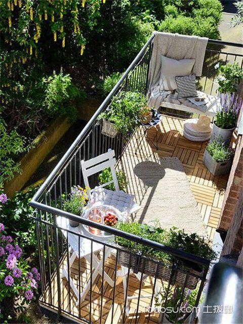 如何把阳台变成花园-地面改造一下