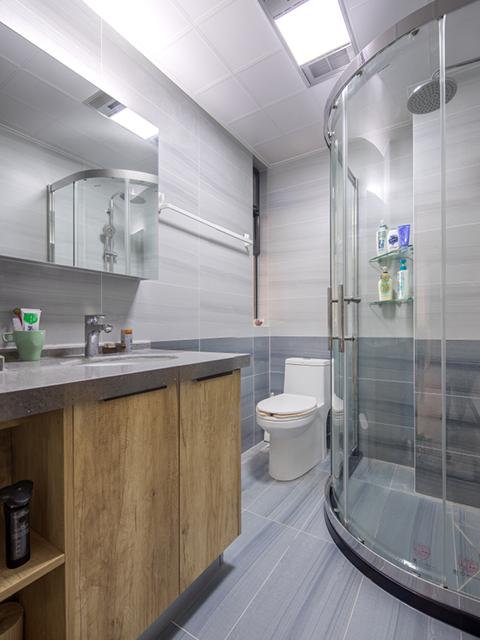 三室两厅装修案例—卫生间