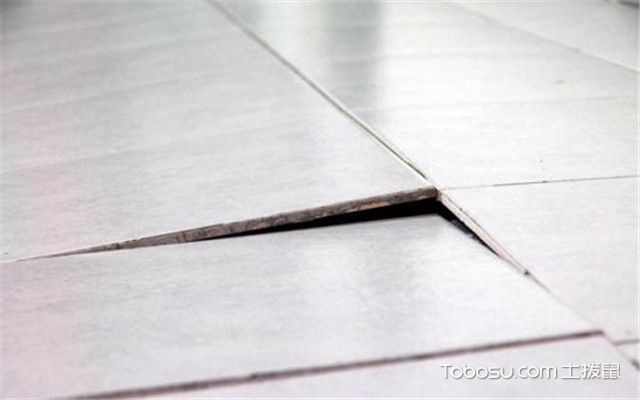 瓷砖为什么会翘起来之黏合物没有填充均匀