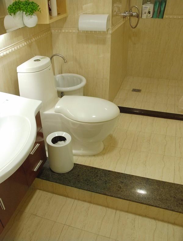 卫生间地面用什么防滑材料?