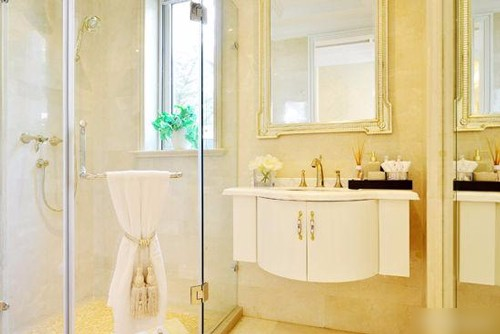 浴室收纳技巧 墙面大有文章可做