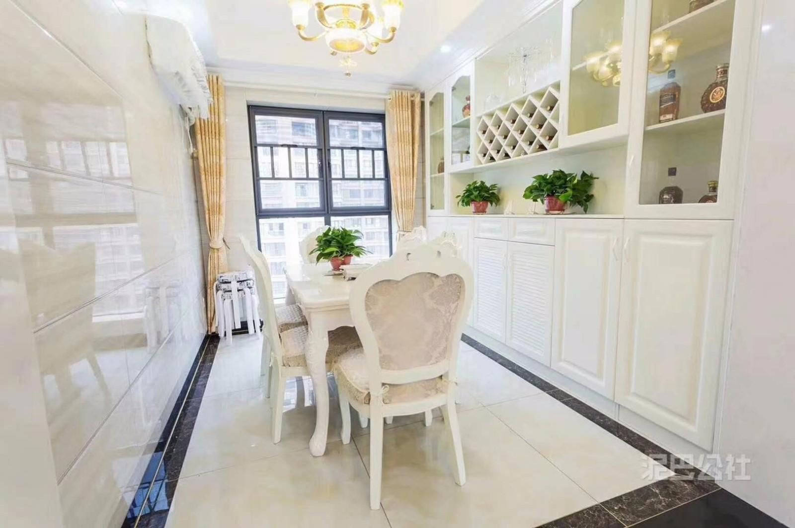 绿地国博城120平欧式风格 三居室装修效果图
