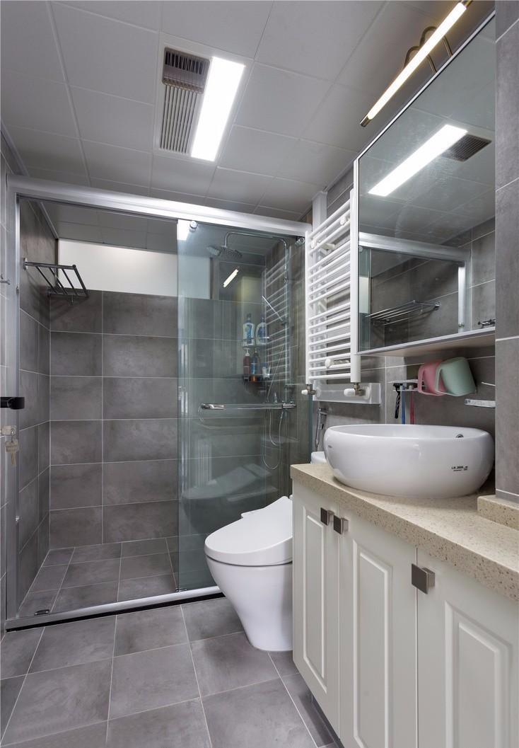 2021美式卫生间装修图片 2021美式隐形门装修设计