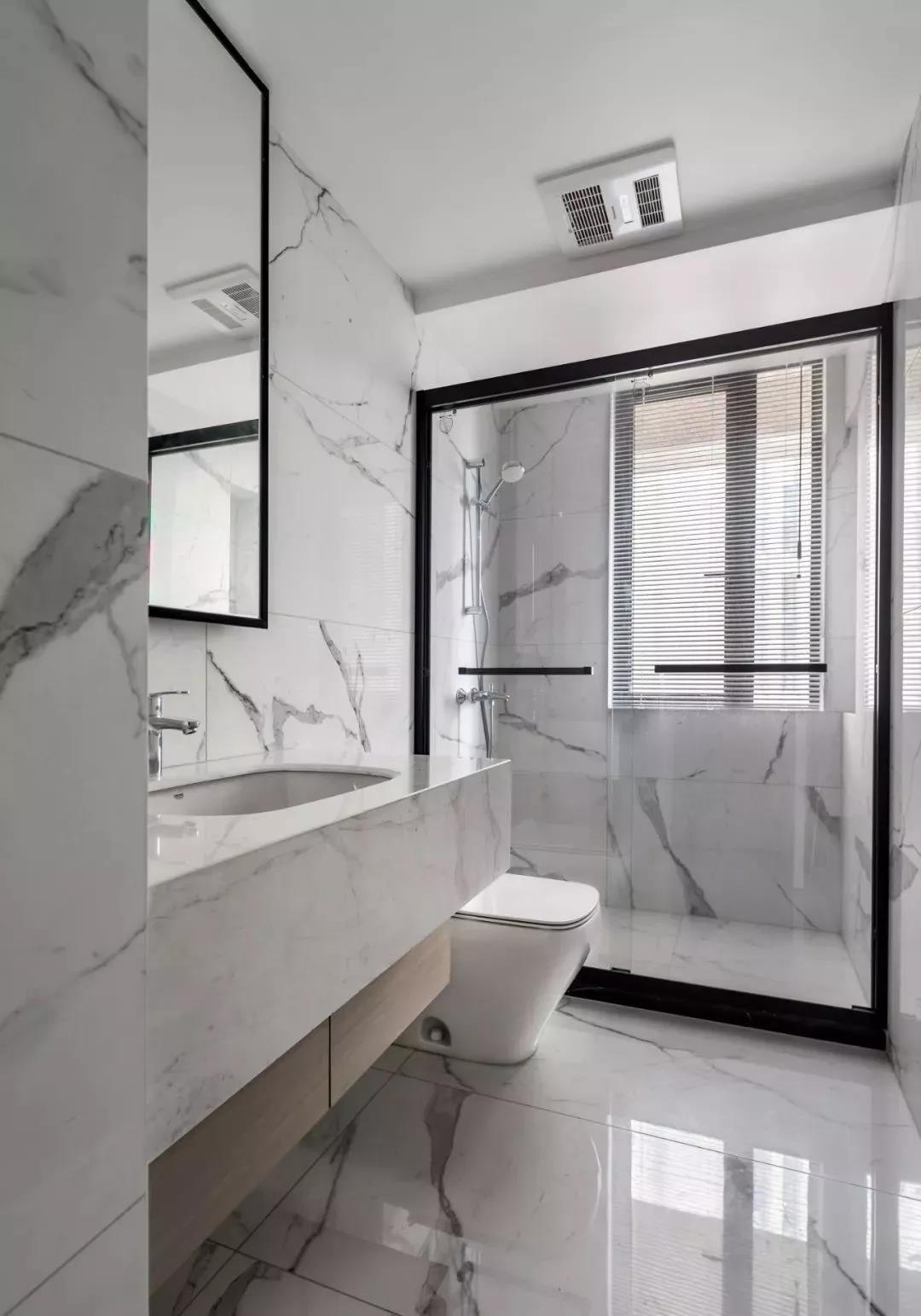 2020現代簡約衛生間裝修圖片 2020現代簡約浴室柜裝修圖片