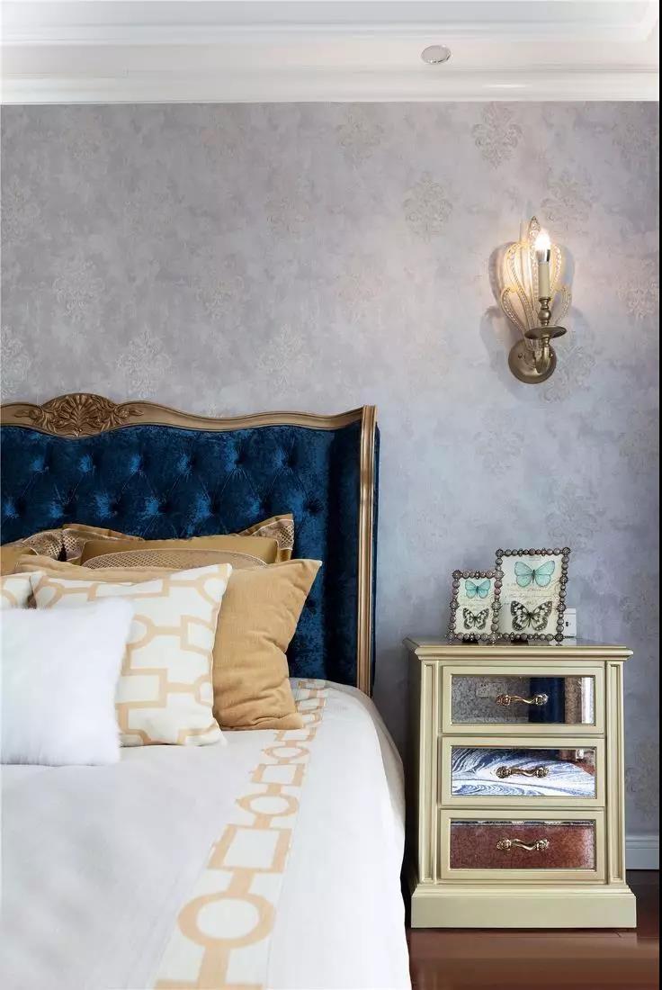 2019古典卧室装修设计图片 2019古典床头柜装修设计图片