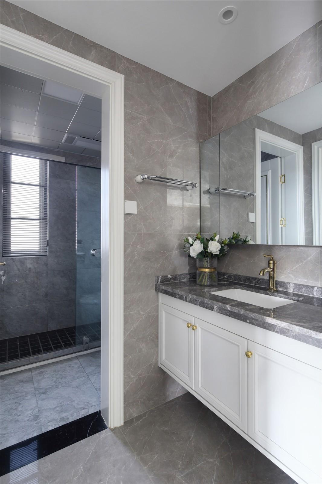 2020美式卫生间装修图片 2020美式浴室柜装修图片