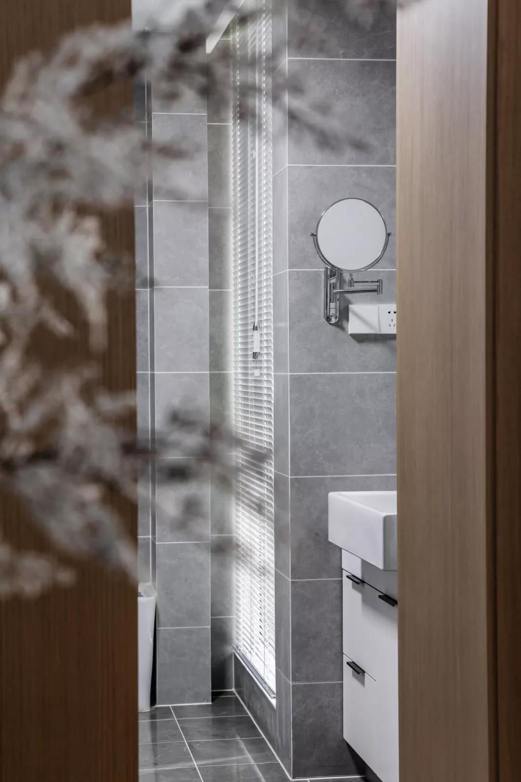 2020现代卫生间装修图片 2020现代浴室柜装修图片