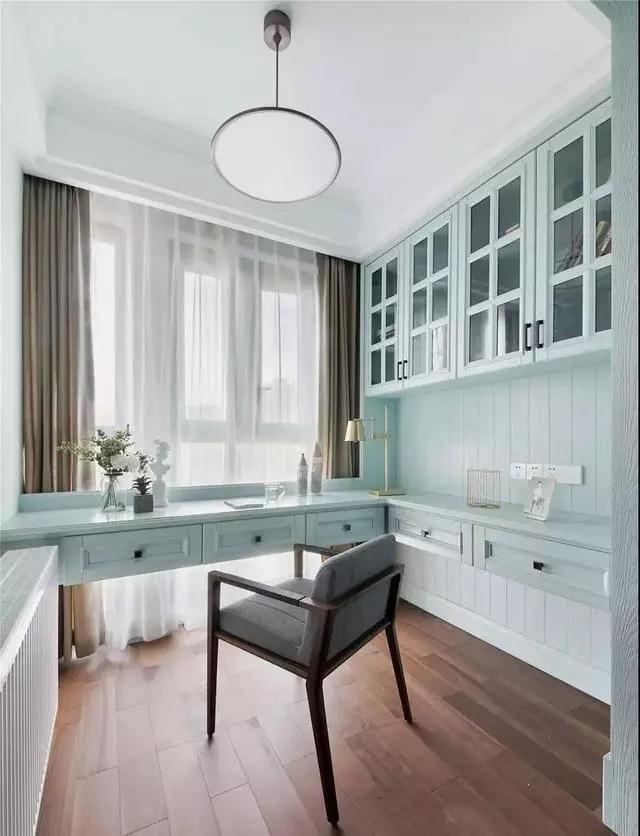 2021美式卧室装修设计图片 2021美式梳妆台装修设计