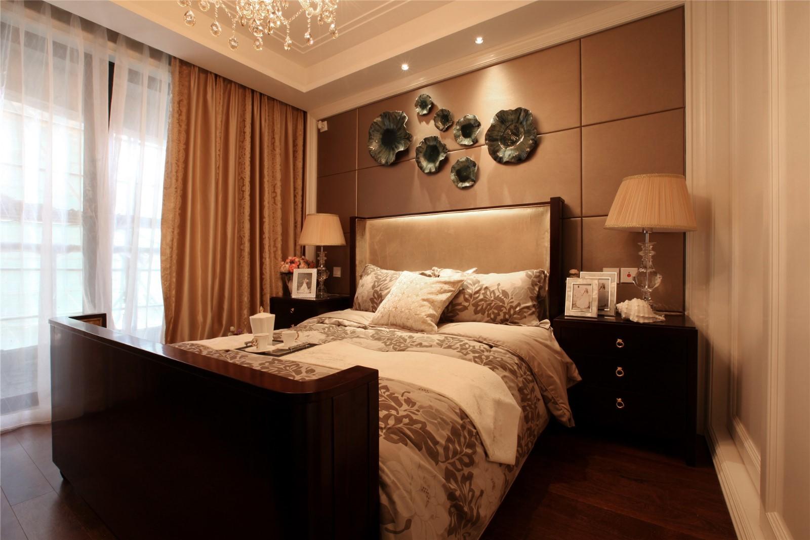 2020欧式卧室装修设计图片 2020欧式床头柜装修设计图片