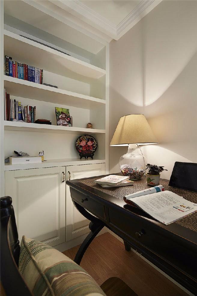 2020美式书房装修设计 2020美式书桌图片