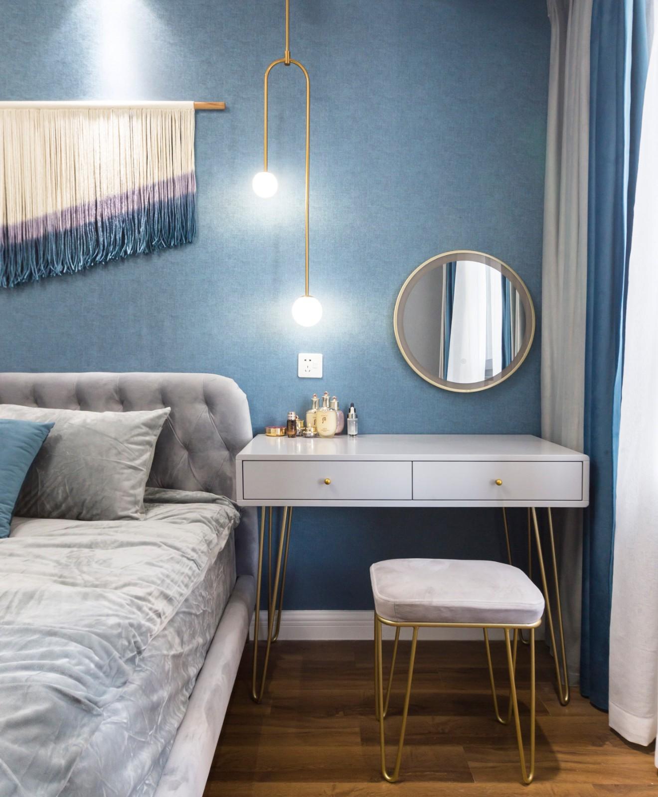 2020现代卧室装修设计图片 2020现代书桌装修图
