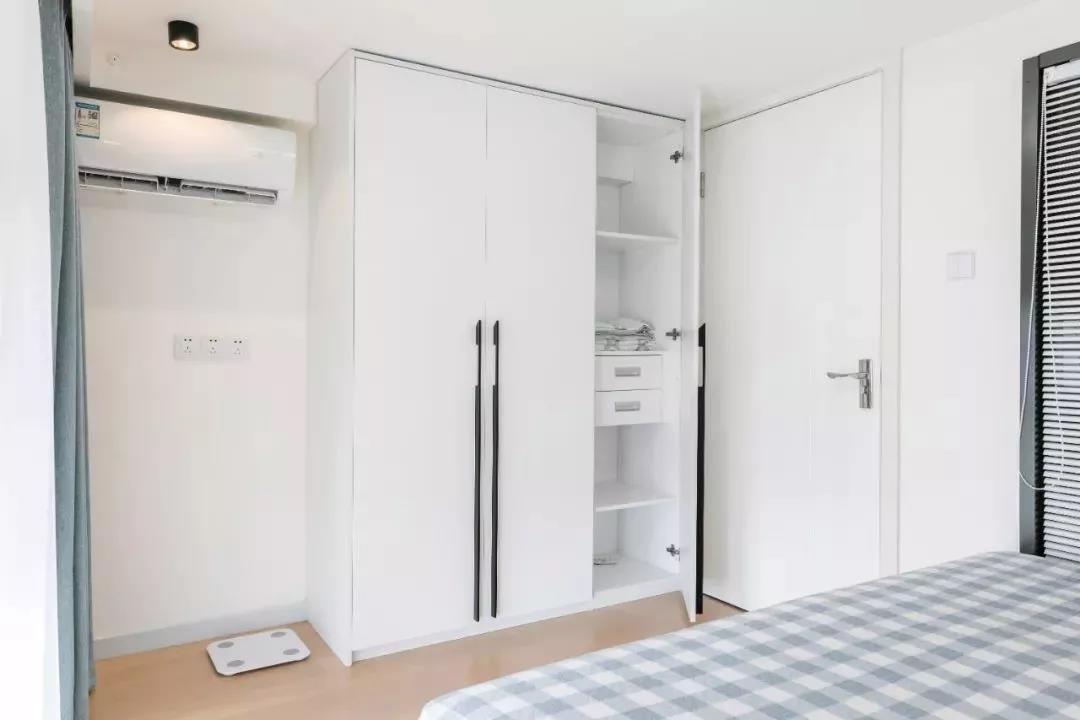 2021现代简约卧室装修设计图片 2021现代简约推拉门装修图片