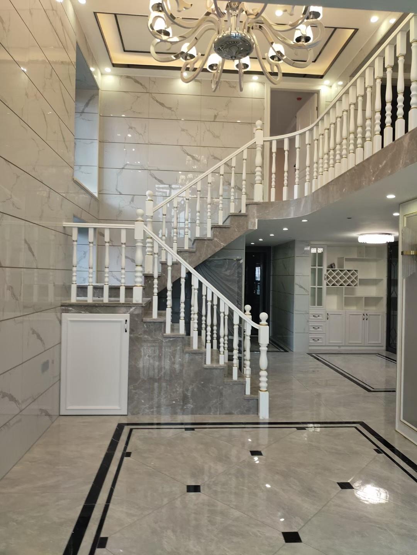 2021简欧客厅装修设计 2021简欧楼梯装修设计