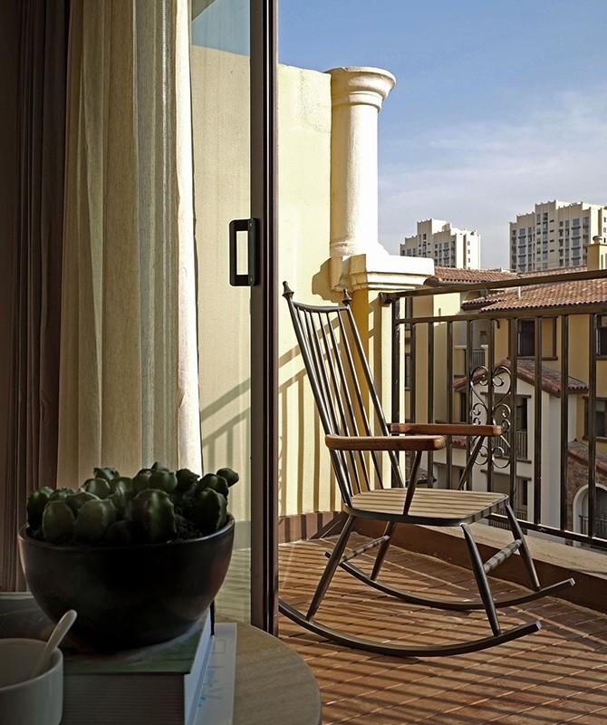 2021现代简约阳台装修效果图大全 2021现代简约地板砖装修设计图片