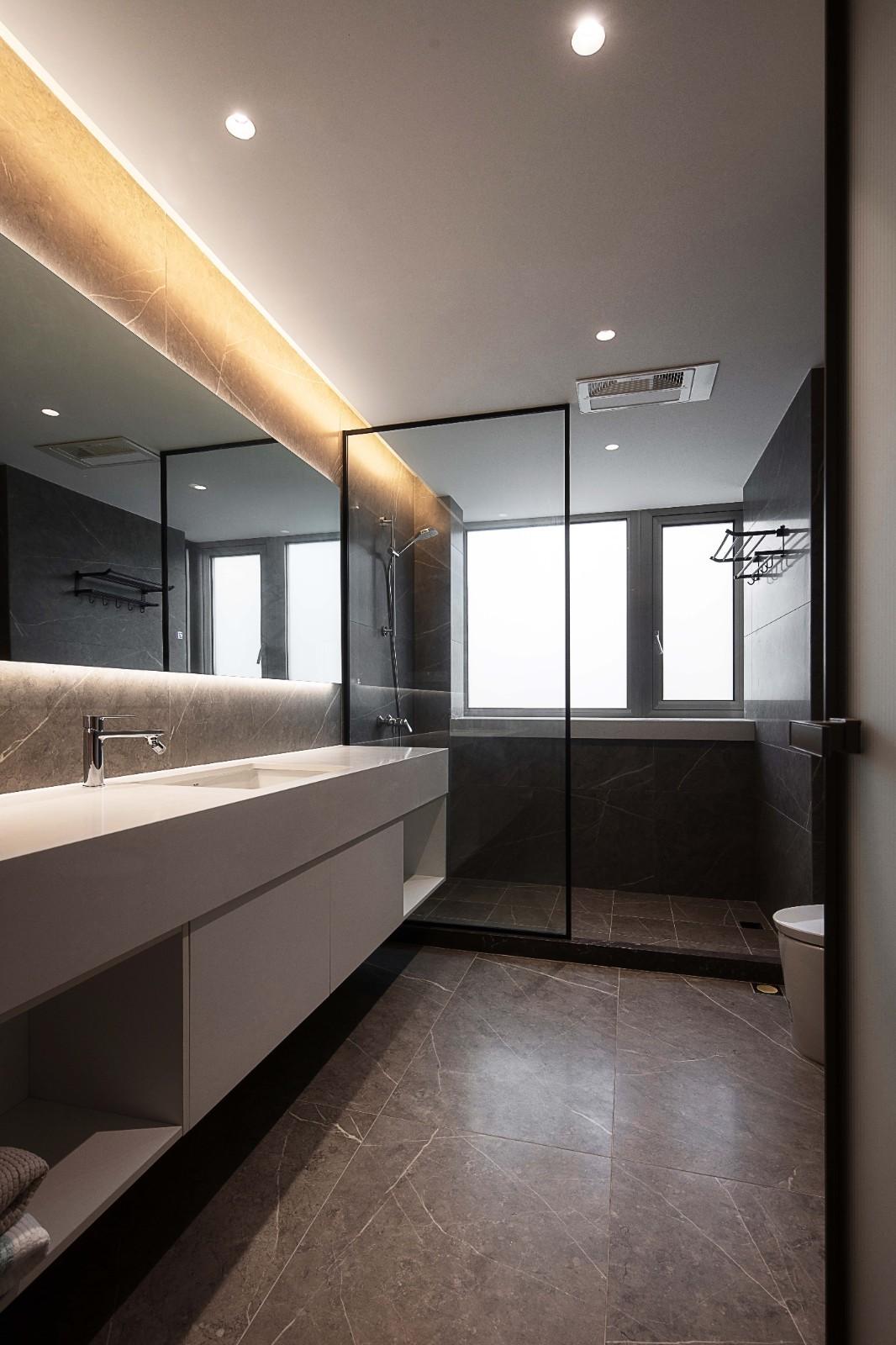 2021现代卫生间装修图片 2021现代浴室柜装修图