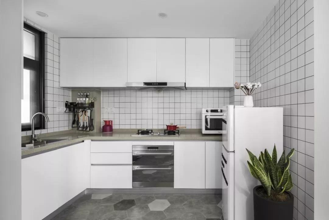 北歐風小戶型公寓,簡單的色彩營造出清新感