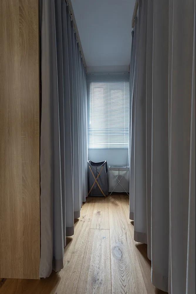 2021现代简约衣帽间装修效果图片 2021现代简约地板装饰设计