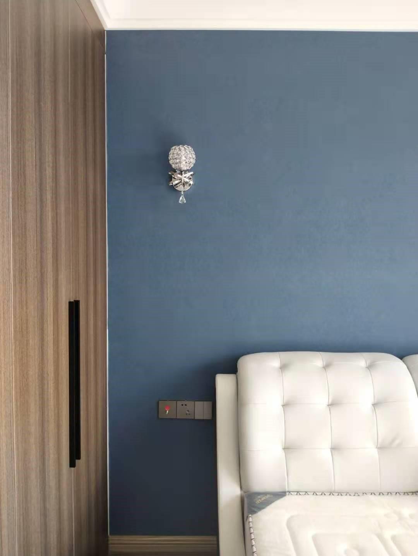 2021现代简约卧室装修设计图片 2021现代简约床头柜装修设计图片