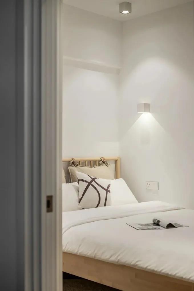 2021现代简约卧室装修设计图片 2021现代简约电视柜装修图片
