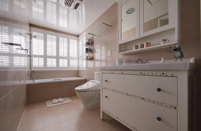 卫生间白色洗漱台简约风格装潢设计图片