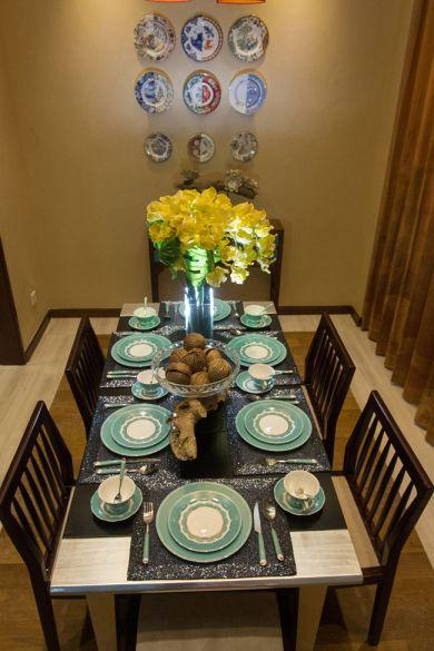 餐厅餐桌新古典风格装潢图片