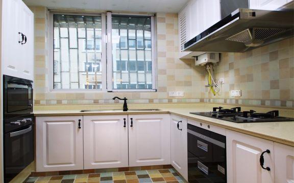 厨房米色橱柜简欧风格装修效果图